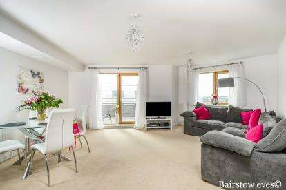 2 Bedrooms Flat for sale in 2 Pancras Way, London, England