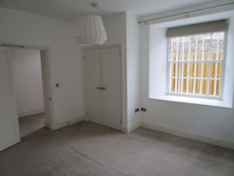 2 Bedrooms Apartment Flat for rent in Clifton