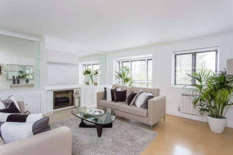 3 Bedrooms Terraced House for sale in Thornbury Square, Highgate,N6