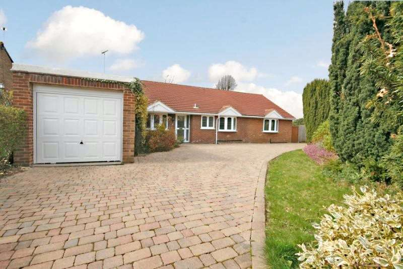 5 Bedrooms Detached Bungalow for sale in Simons Close, Ottershaw, Surrey, KT16