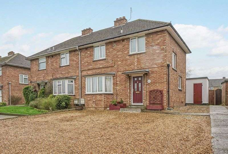 3 Bedrooms Semi Detached House for sale in Manor Gardens, St. Neots