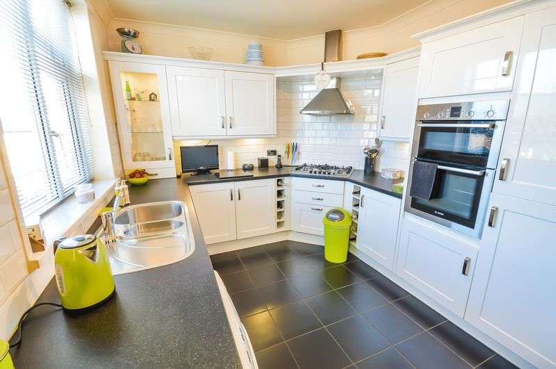 3 Bedrooms Terraced House for sale in Hollowgate Avenue, Wath-upon-Dearne