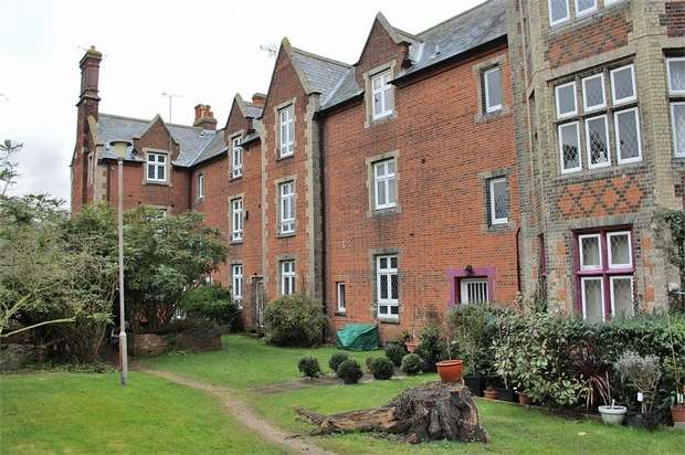 2 Bedrooms Flat for sale in The Close, Great Dunmow, Essex