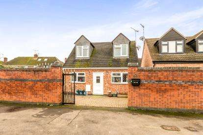 2 Bedrooms Detached House for sale in Wordsworth Avenue, Warwick, Warwickshire