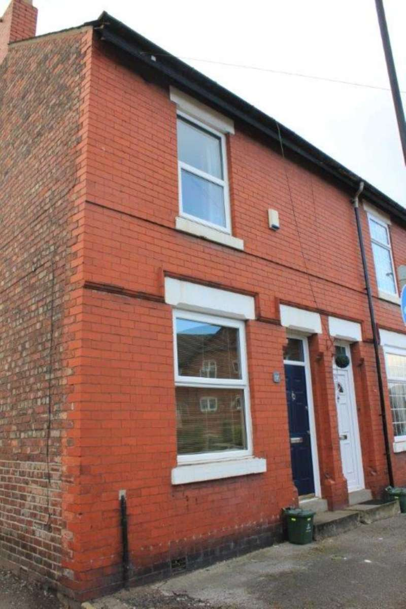 2 Bedrooms End Of Terrace House for sale in 37 Chapel Road, Sale, M33 7FD