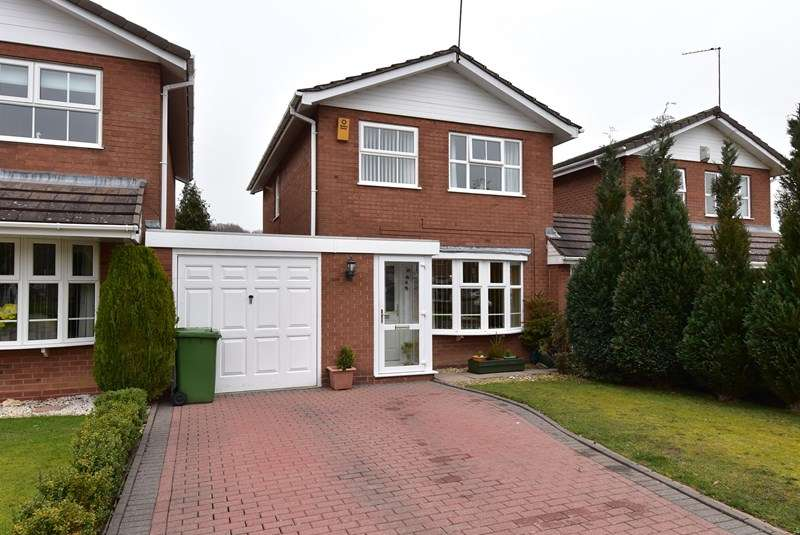 3 Bedrooms Link Detached House for sale in Langcomb Road, Solihull