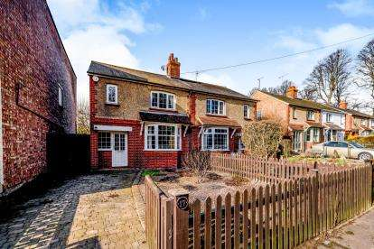 3 Bedrooms Semi Detached House for sale in Green Lane, Clapham, Bedford, Bedfordshire