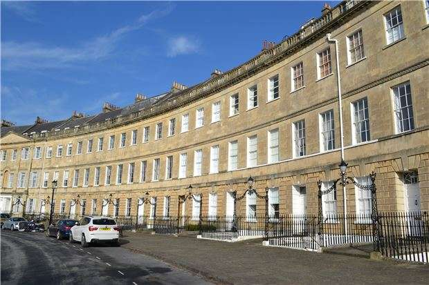 3 Bedrooms Flat for sale in Lansdown Crescent, BATH