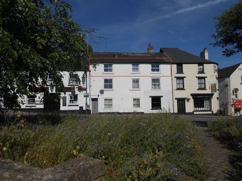 3 Bedrooms Flat for sale in West Street Okehampton