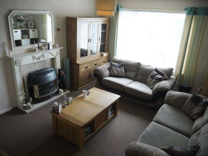 2 Bedrooms Semi Detached House for sale in Spinkwell Close, Bradford BD3 0HD