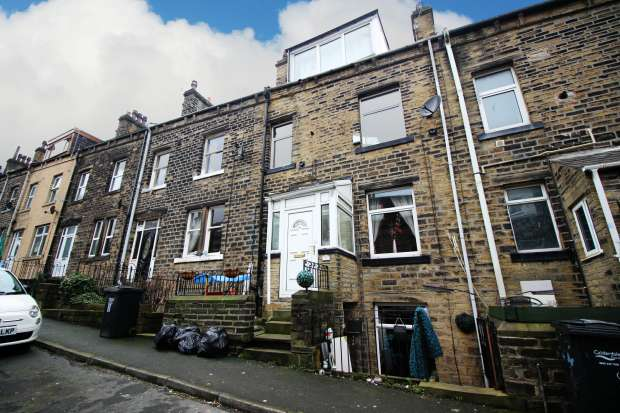 3 Bedrooms Terraced House for sale in Montague Street, Sowerby Bridge, West Yorkshire, HX6 1EA