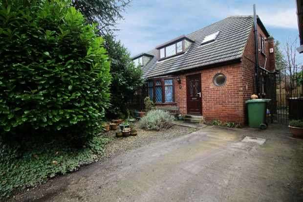3 Bedrooms Semi Detached Bungalow for sale in Willow Grove, Wakefield, West Yorkshire, WF1 5LL