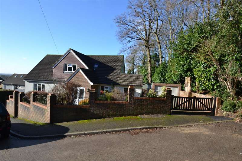 4 Bedrooms House for sale in Woodside Way, Redhill