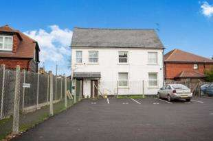 2 Bedrooms Maisonette Flat for sale in Bishopric, Horsham, West Sussex