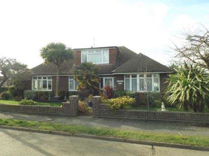 3 Bedrooms Bungalow for sale in Clacton-on-Sea, Essex