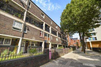 3 Bedrooms Flat for sale in 33 Vernon Road, London