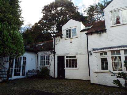 3 Bedrooms Detached House for sale in Avondale Road, Whitefield, Manchester, Greater Manchester, M45