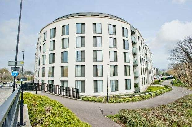 1 Bedroom Flat for sale in St. James Walk, GL50 3UB