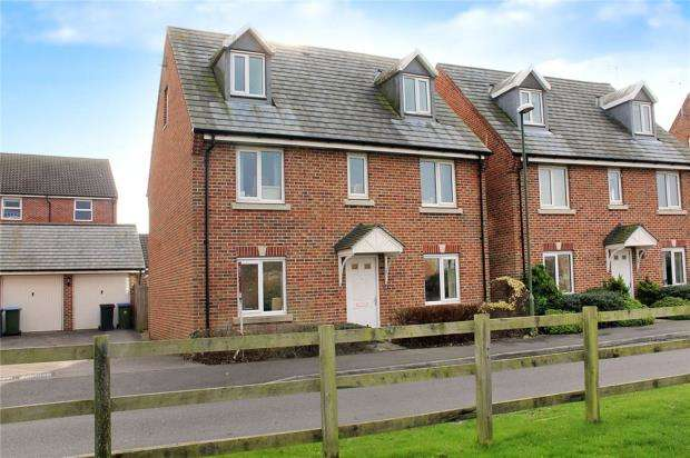 5 Bedrooms Detached House for sale in Steele Crescent, Littlehampton, West Sussex, BN17