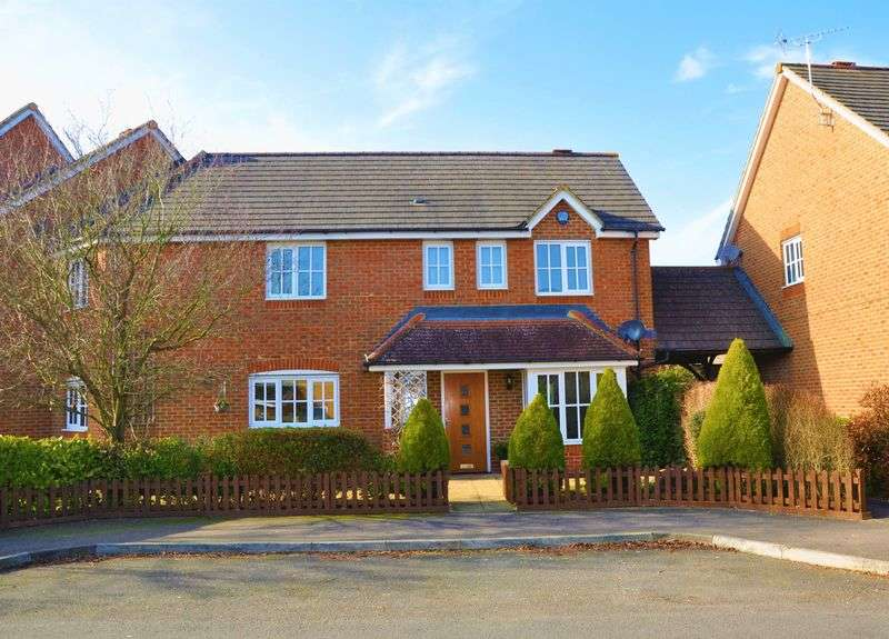 4 Bedrooms House for sale in Berry Way, Andover