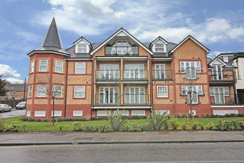 2 Bedrooms Flat for sale in Fawn Heights, Buckhurst Hill