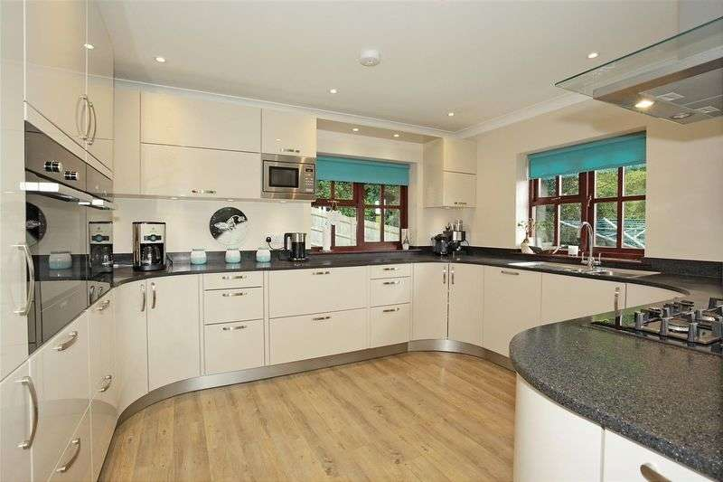 4 Bedrooms Detached House for sale in Forest Row