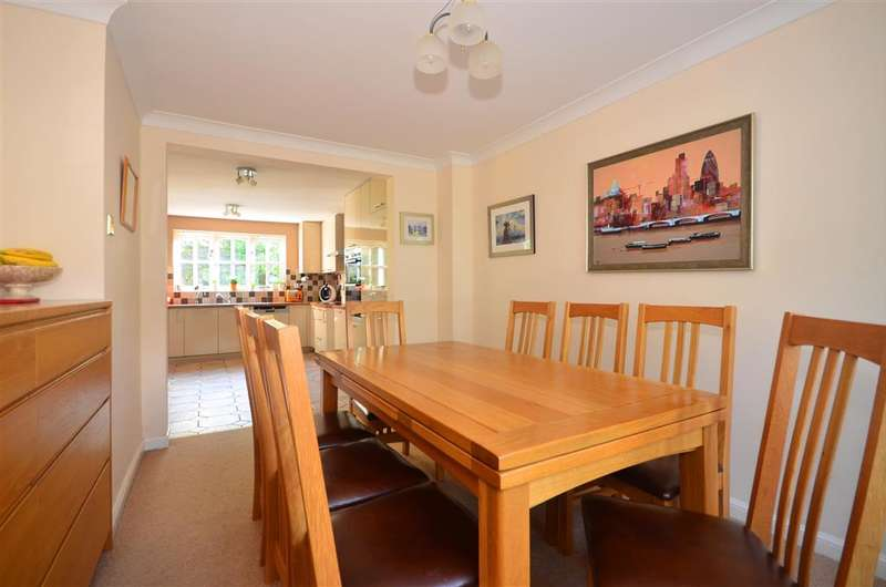 5 Bedrooms Detached House for sale in Tempest Mead, North Weald, Epping, Essex