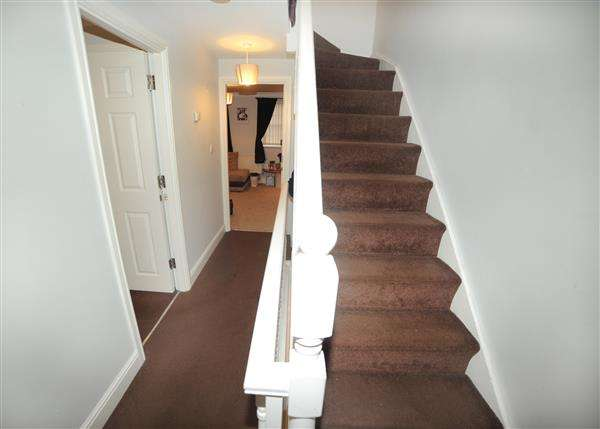 4 Bedrooms Town House for sale in 34 Glenmuir Close, Irlam M44 6HE