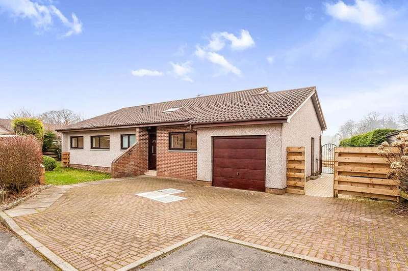 4 Bedrooms Detached Bungalow for sale in Cunnigar Hill View, Mid Calder, EH53