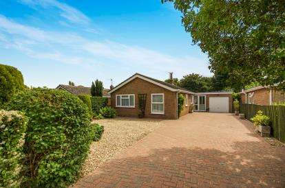 3 Bedrooms Bungalow for sale in East Road, Navenby, Lincoln, Lincolnshire