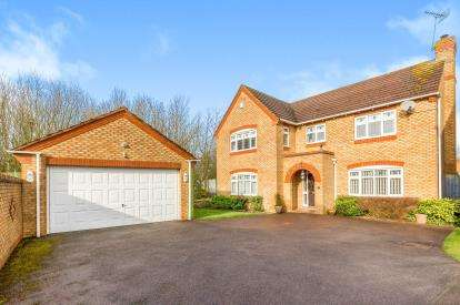 4 Bedrooms Detached House for sale in Falcon Way, Brackley, Northamptonshire, Northants