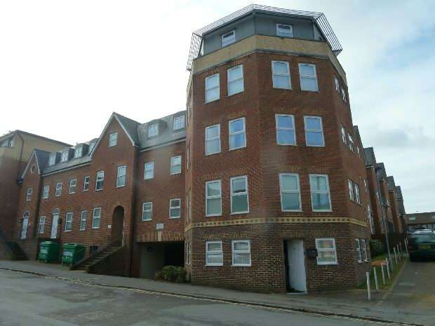 2 Bedrooms Flat for sale in East View Place, Reading