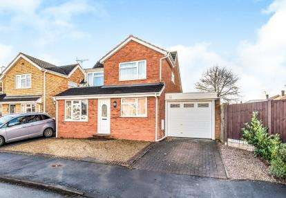 3 Bedrooms Detached House for sale in Holly Drive, Walton On The Hill, Stafford, Staffordshire