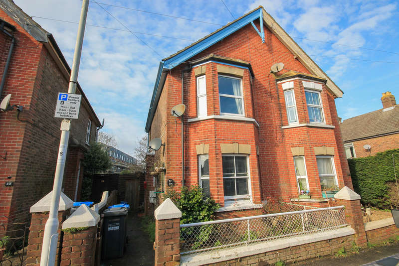 1 Bedroom Ground Maisonette Flat for sale in Cantelupe Road, East Grinstead