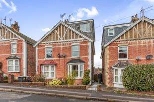3 Bedrooms Semi Detached House for sale in Judd Road, Tonbridge, .