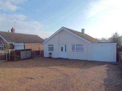 3 Bedrooms Bungalow for sale in Drayton, Norwich, Norfolk