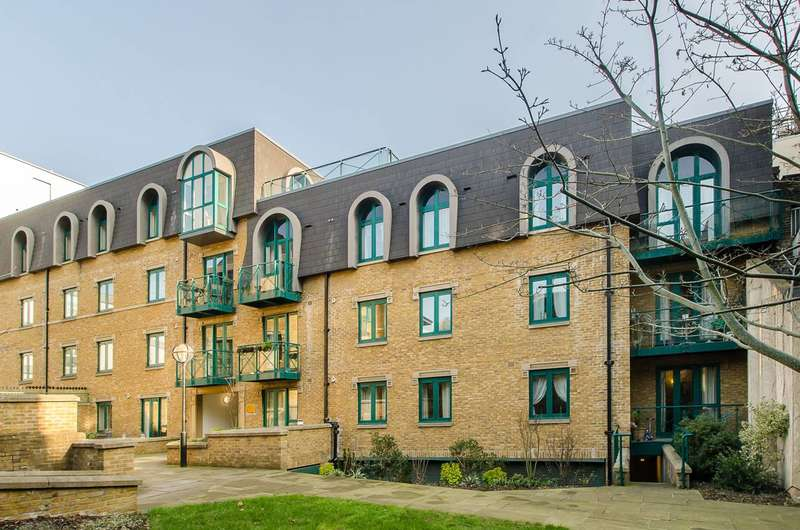 2 Bedrooms Flat for sale in Westminster Bridge Road, Waterloo, SE1