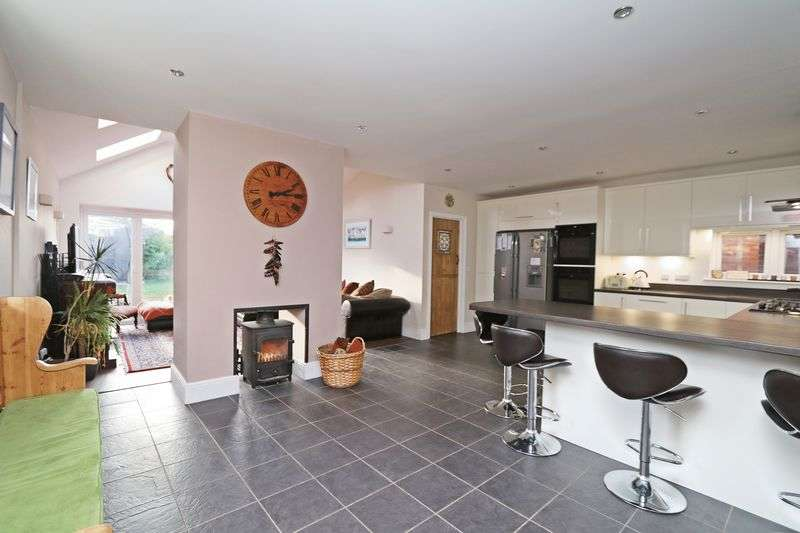 4 Bedrooms Detached House for sale in Bridge Road, Lower Swanwick