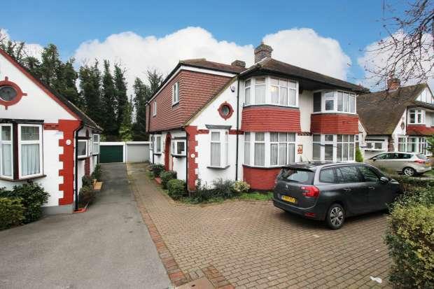 3 Bedrooms Semi Detached House for sale in Links Way, Beckenham, Kent, BR3 3DG