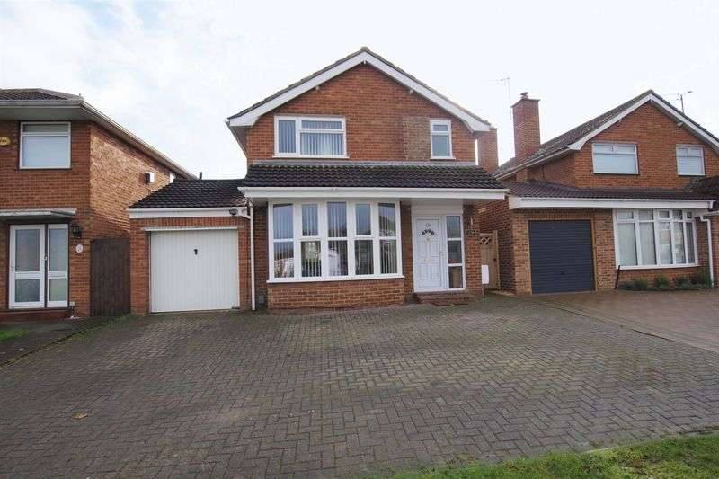 3 Bedrooms Detached House for sale in Lawn