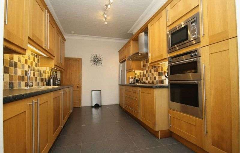4 Bedrooms Terraced House for sale in Ickburgh Road, Clapton, London, E5
