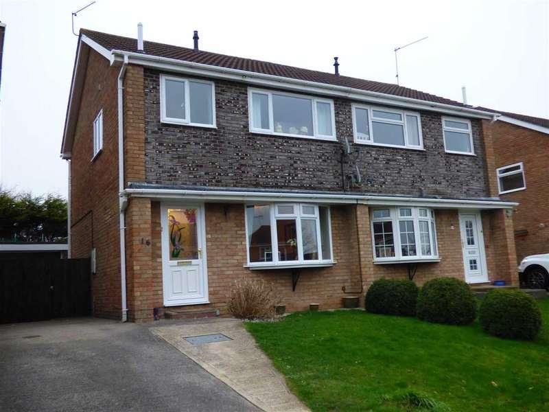 3 Bedrooms Semi Detached House for sale in Stuart Avenue, Chepstow