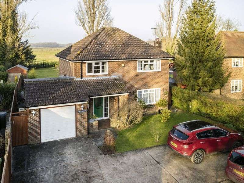 3 Bedrooms Detached House for sale in Rusper Road, Ifield, Crawley, West Sussex