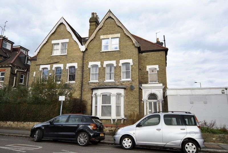 3 Bedrooms Flat for sale in Ribblesdale Road, London, N8