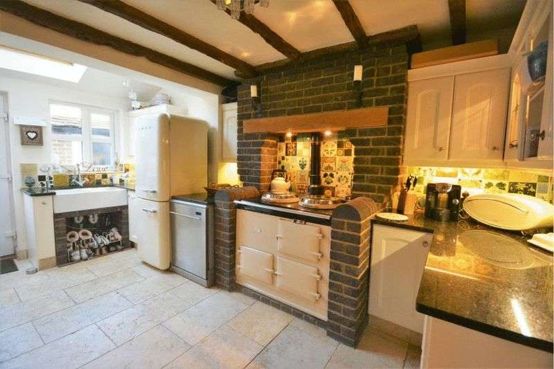 4 Bedrooms Semi Detached House for sale in Pirbright Road, Guildford