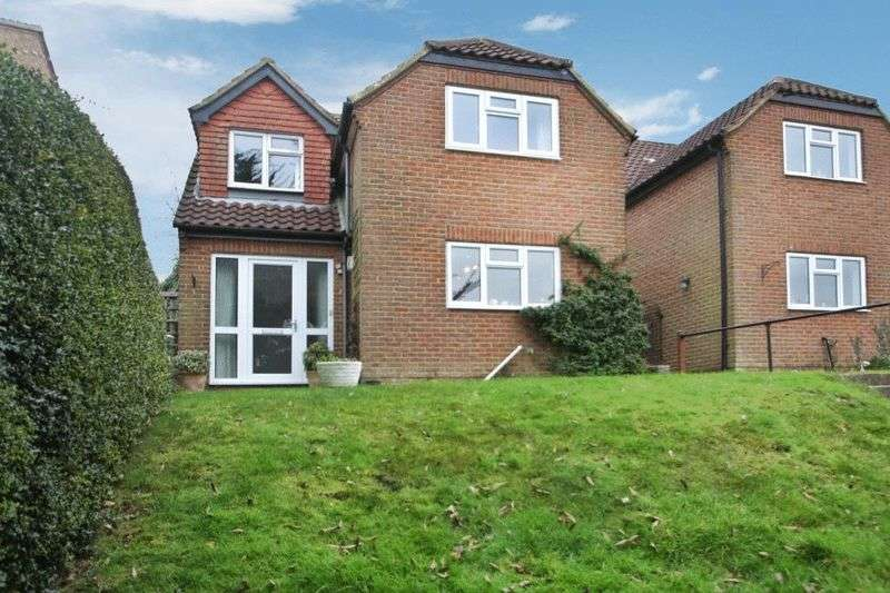 4 Bedrooms Detached House for sale in Carrington Road, High Wycombe