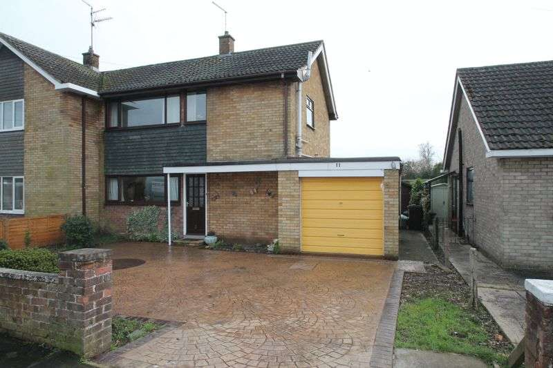3 Bedrooms Semi Detached House for sale in Primrose Crescent, Pinchbeck