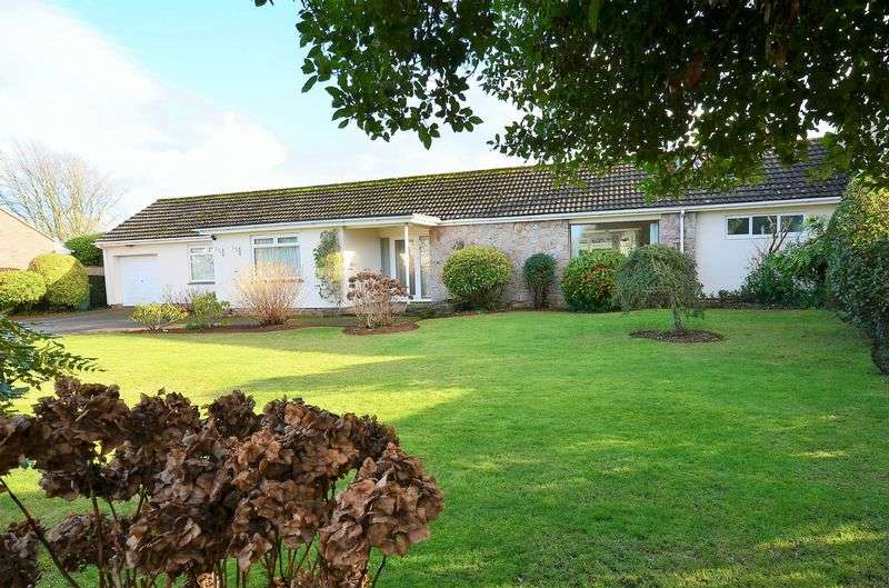 3 Bedrooms Bungalow for sale in LINKS CLOSE, CHURSTON FERRERS, BRIXHAM.