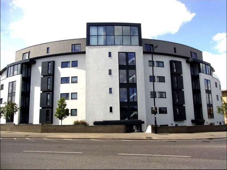 2 Bedrooms Flat for sale in Friern Barnet Road, London, N11 1PT