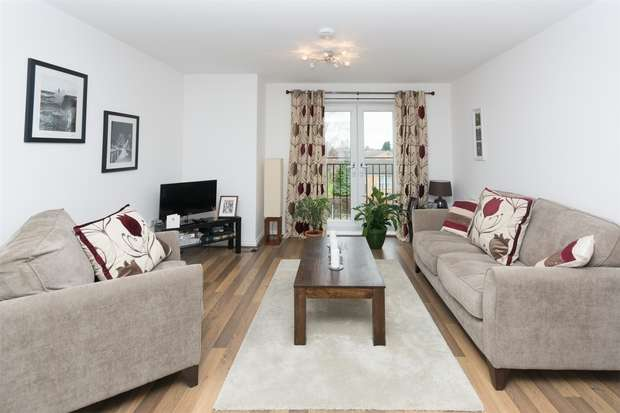 2 Bedrooms Flat for sale in Masters Mews, College Court, Dringhouses, YORK